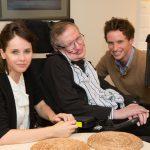 Stephen Hawking con Eddie Redmayne y Felicity Jones