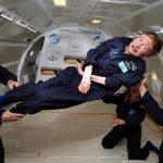Stephen Hawking volando en gravedad cero