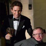 Stephen Hawking y Eddie Redmayne