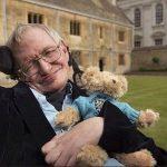 Stephen Hawking y osito de peluche
