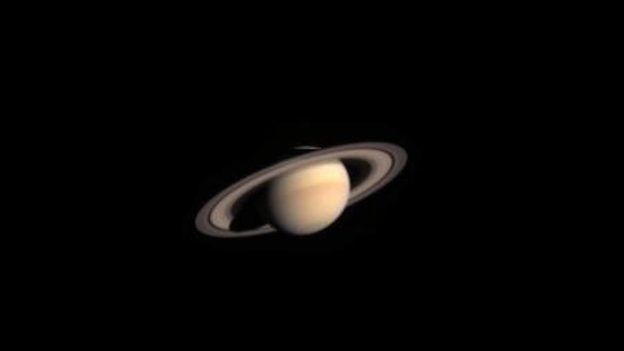 Primera imagen de Saturno tomada por Cassini, durante su primera prueba de cámara, el 31 de octubre del 2002.